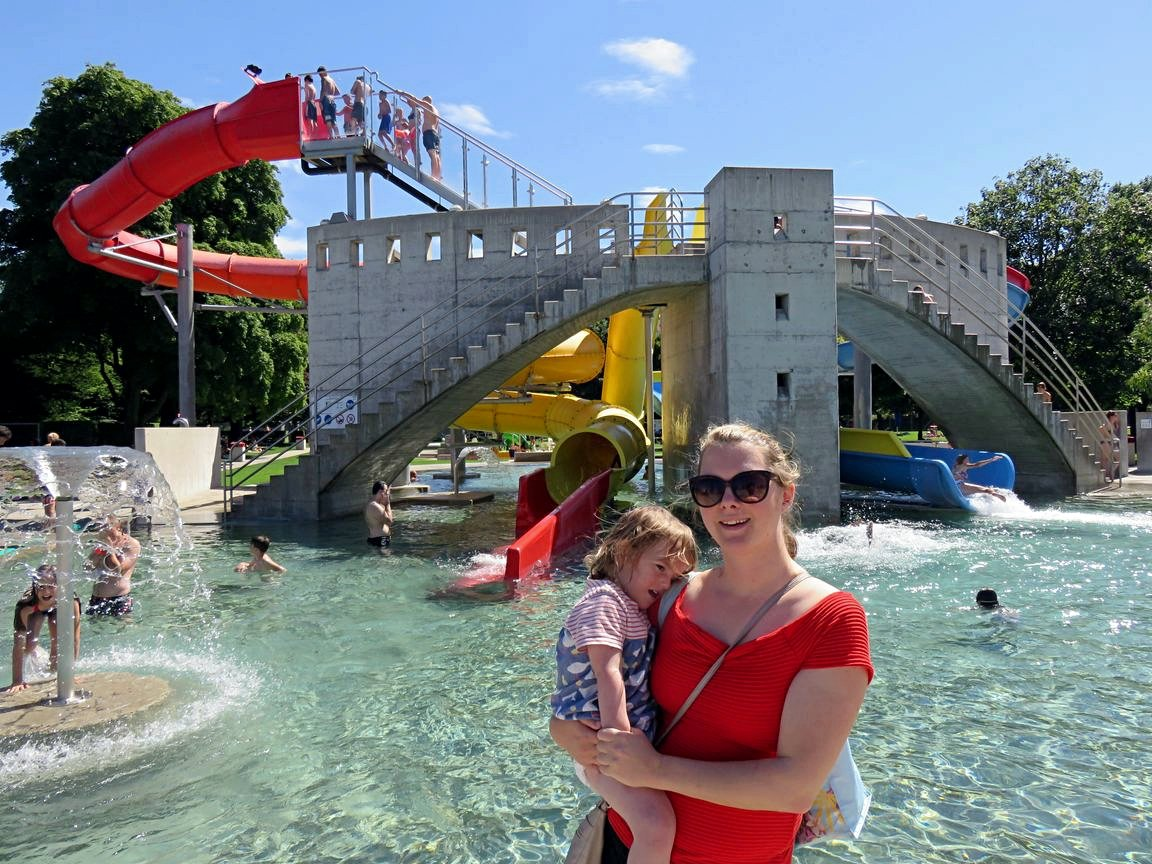 Kirsty in at the Lido in Olten with her daughter.